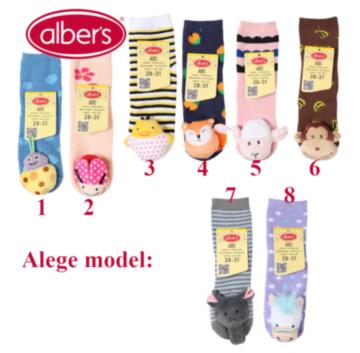 Ciorapi cu jucarie atasata perfecti pentru copiii mici intrucat plusurile nu au parti detasabile care sa poata fi inghitite de copii iar bumbacul flausat este calduros si moale. Acesti ciorapi pot fi un cadou distractiv